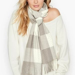 VS Winter Scarf fringed gray/ivory plaid